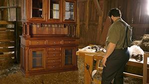 Amish-furniture-building