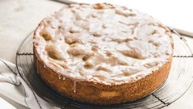 Glazed Apple Cake (Gedeckter Apfelkuchen)